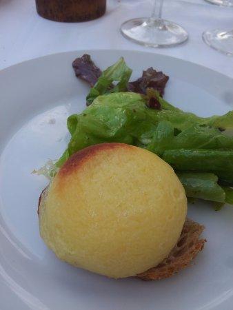 Orry-la-Ville, France: le chavignol roti et salade