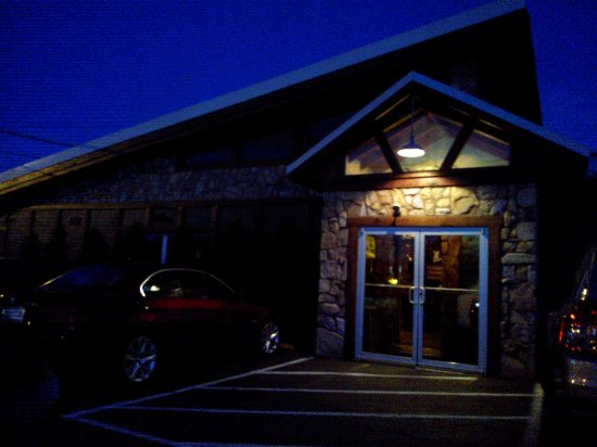 Bel Air, MD: Hickory Lodge, front entrance, to air conditioned, indoor dining area.