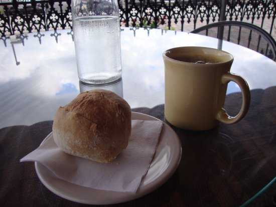 Huntington, WV: Coffee with a delicious hard roll