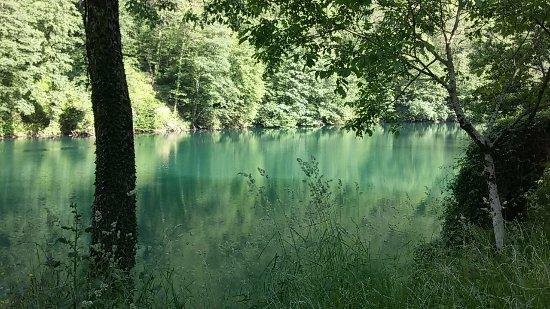 Isola Santa, Italy: il lago e il bosco intorno