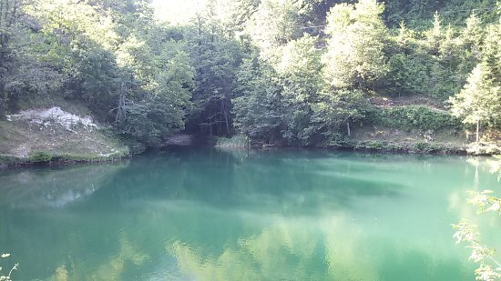 Isola Santa, Italy: il lago di color verde