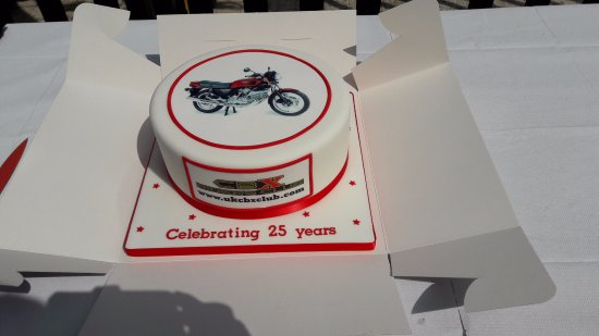 Leiston, UK: David Silver kindly provided the cake!