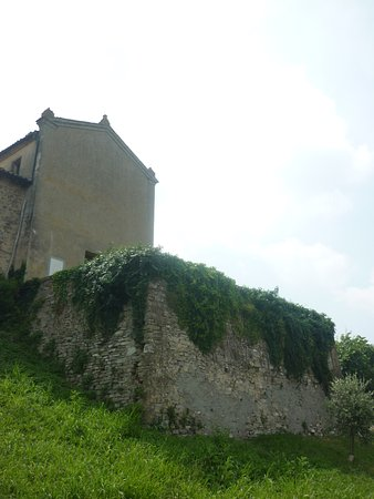 Marano sul Panaro, Italy: facciata della chiesa