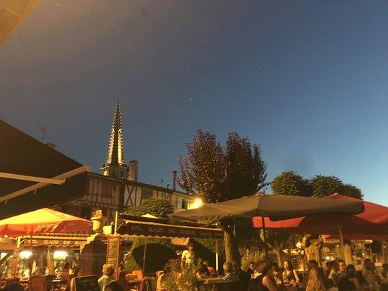Mirepoix, Γαλλία: Le moyen âge est encore là