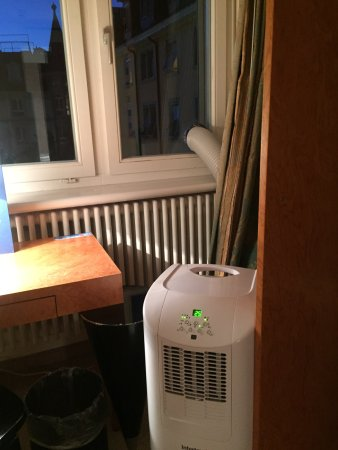 Hotel Wellenberg: portable air conditioner