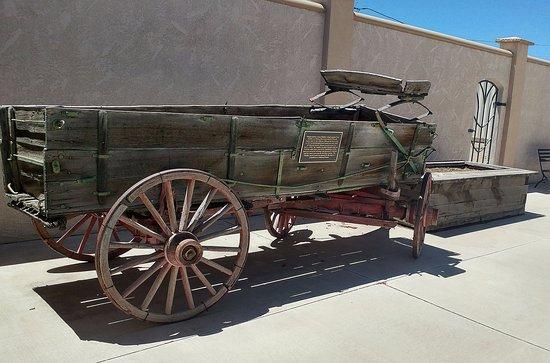 Alamosa, CO : Wagon in patio