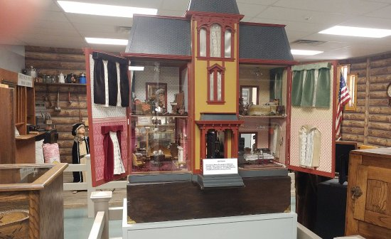 Alamosa, CO: Doll house