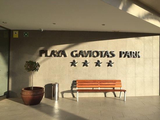 IBEROSTAR Playa Gaviotas Park: Eingangsbereich, Miniclub, Pool bei Nacht und der Aufgang zu den Kinder-Rutschen in dem seit Apr