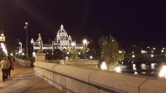 Victoria Capital Regional District, Canadá: Picture of Parliament at night