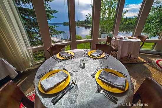 Anahim Lake, Canada: Our lakeside restaurant