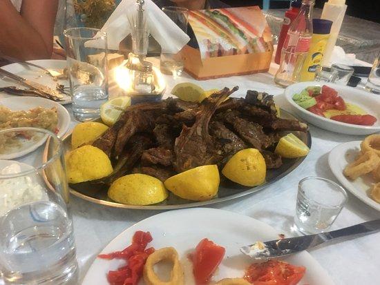 Sivota, Greece: Это было очень вкусно-каре ягнёнка.