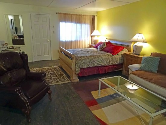 Anahim Lake, Καναδάς: One of our spacious rooms