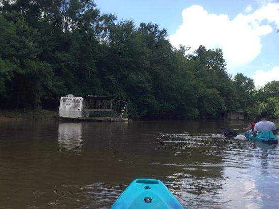 Pearl River, LA: FEMA trailer turned into a houseboat