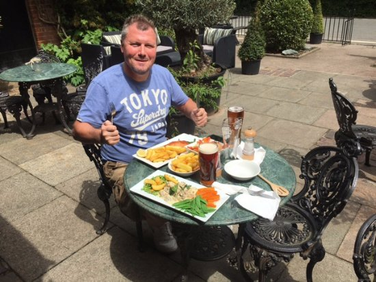 Chipping Ongar, UK: A wonderful pub lunch - large portions of great tasty food !