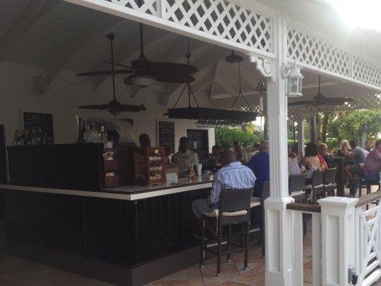Pelican Bay Restaurant & Bar: Bar seating