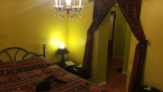 Bonnevue Manor Bed & Breakfast Place : Für Erkundungen bestens gelegen. Das Früstig ist GROSSartig und lecker. Der Hausherr nimmt es ge