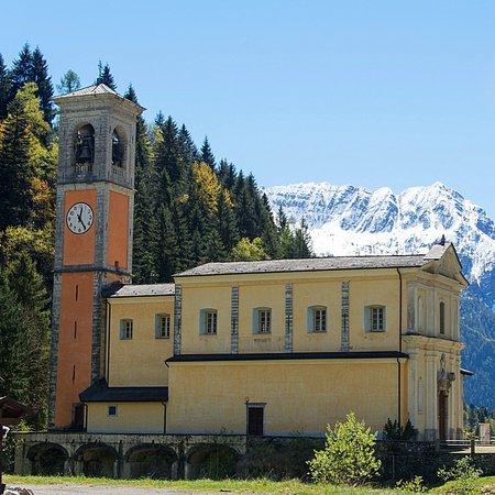 Igreja no caminho de Foppolo.