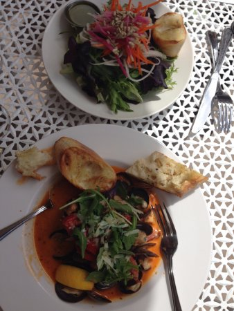 Gabriola Island, Kanada: Steamed Clams, together with Garden Salad