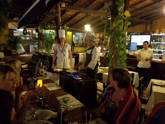 Los Barriles Restaurant & Bar: Making bananas foster