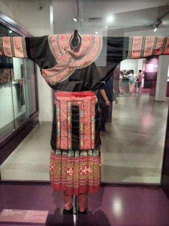 Bảo tàng Phụ nữ Việt Nam: traje típico antigo