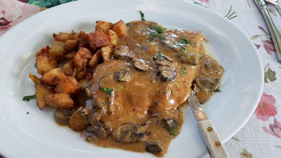 Shingle Springs, CA: Wonderful Chicken Marsala and Gurmanska Pljeskavica for our second visit.