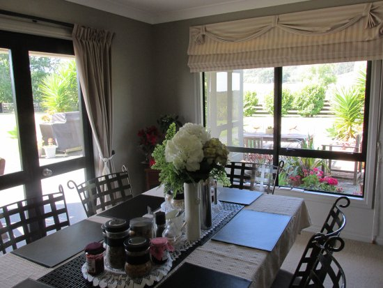 Mangrove Manor: Main Guest Indoor Dining Area
