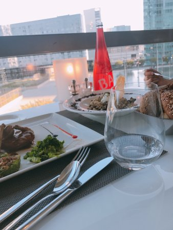 La Defense, ฝรั่งเศส: Pigeon, Risotto and the View.
