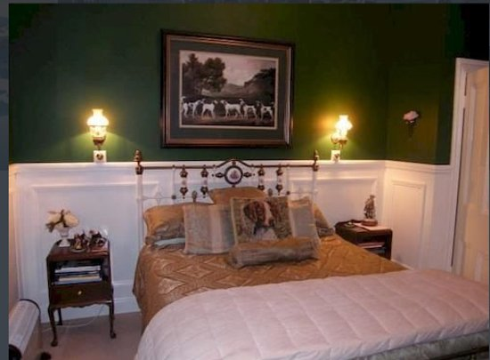 Foxgloves Bed & Breakfast : Emerald room (queen bed), opens up onto a large balcony
