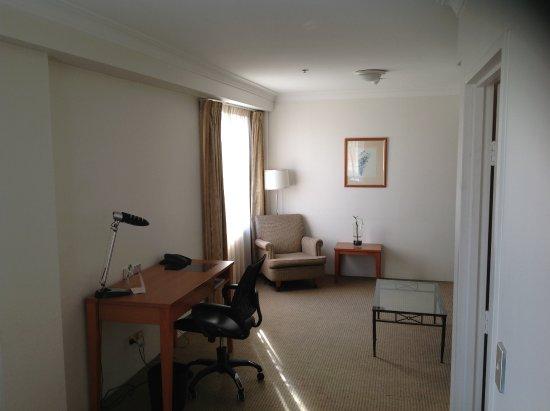 Queen bedroom suite - Holiday Inn Darling Harbour