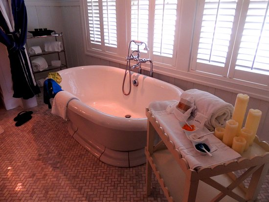 Bedford, PA: Henry Clay Sunken Tub