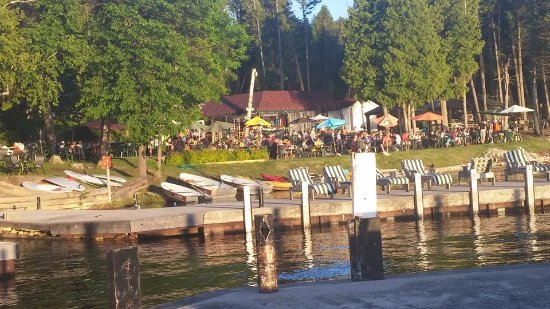 Little Sister Resort: The packed restaurant on-site - get there early!