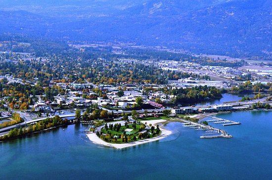 Sandpoint, ID: Beautiful lake Pend Oreille with city beach great shopping and famous Lite House Dressing Compan