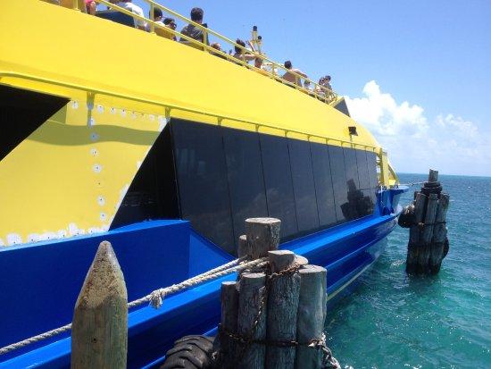 UltraMar Ferry: Ferry boat que faz o translado.