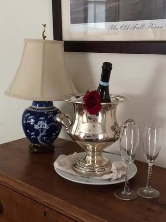 Marshall Slocum Inn: Two of the many amenities you can select to be placed in the room: champagne and flowers.