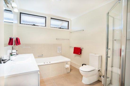 Dunkeld, Australia: Luxury spa cottage bathroom