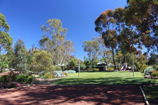 Dunkeld, Australia: Volleyball court and playground