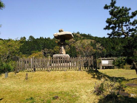 Kameyama, Japan: 鈴鹿峠にある万人講灯籠