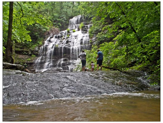 Salem, Carolina del Sur: Great waterfall for visiting with little ones. Station Falls.