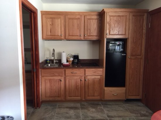 Ironton, MO: Kitchenette area