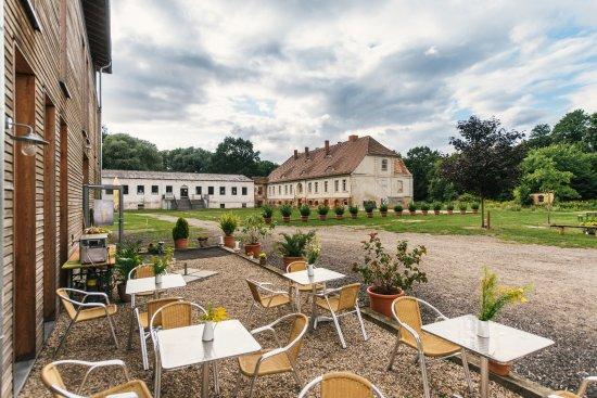 Schonwalde-Glien, Alemania: Biergarten und Restaurantterrasse