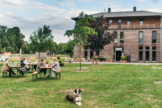 Schonwalde-Glien, Alemania: Biergarten und Gästehaus