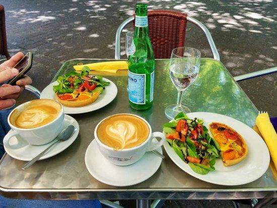 Kaffee Mit Sonnenplätzchen Caffe Fellini Frankfurt Am Main
