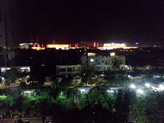 Pemandangan Malam Hari Dari Jendela Picture Of Golden Sky
