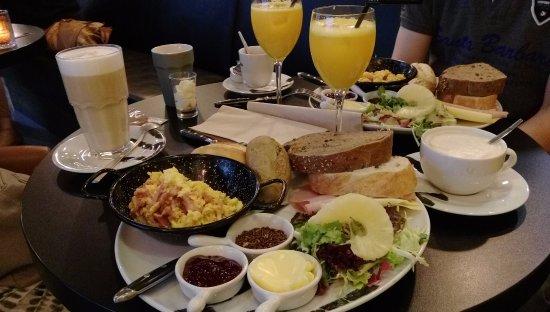 Beek, Pays-Bas : Het classic ontbijt; heerlijk!