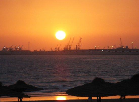 Seafront promenade: Coucher de soleil sur le port