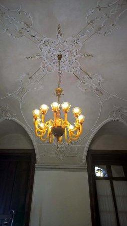 Rezzato, Italia: chandelier in the dining room