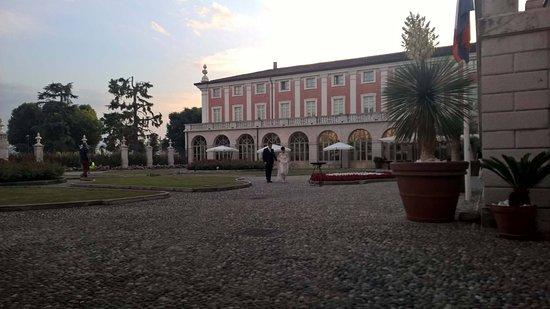 Rezzato, Italia: Enjoy a spritz and people watch!