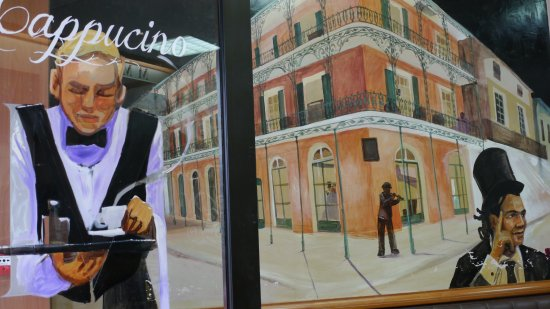 "New Orleans Cafe : Get welcome by our ""coffee boys"" - Soyez accueillis par nos ""garçons de café"""