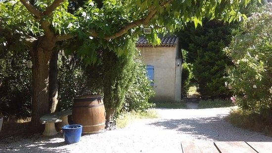 Lauris, France: Entrée sur les chambres