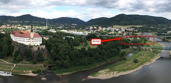 Děčín, Česká republika: Foceno z ferrat, kemp je v centru města pod mostem.